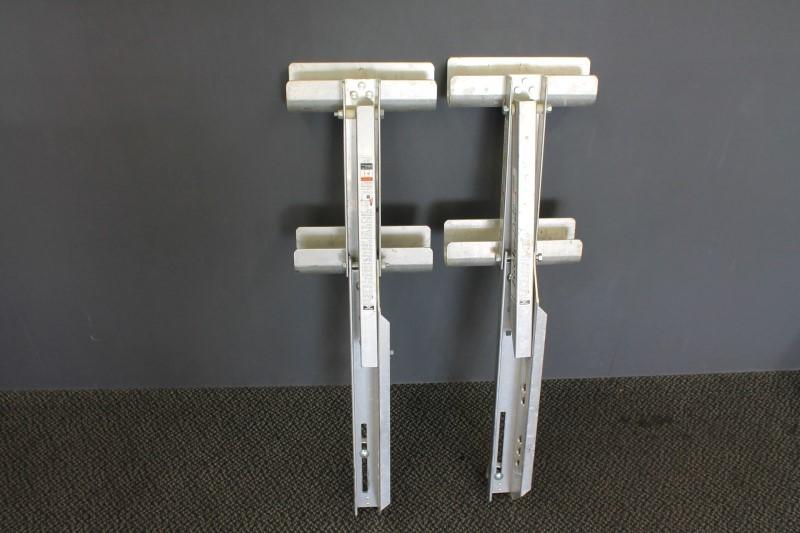 WERNER 2-rung ladder jack.