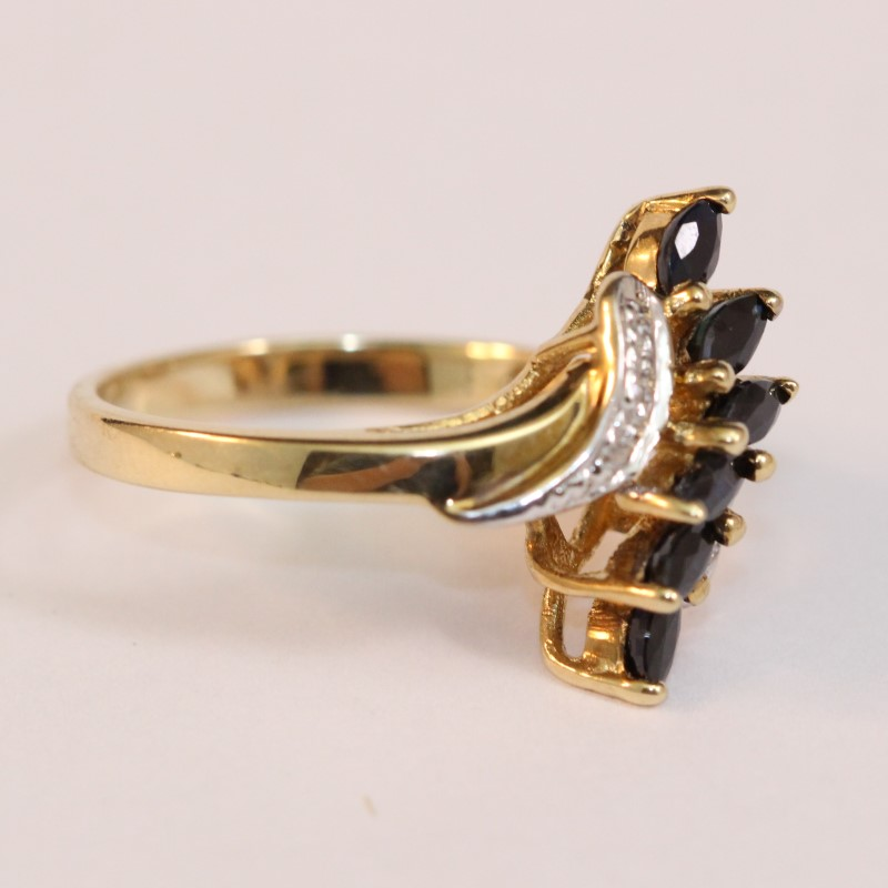 Vintage Inspired 10K Yellow Gold Saphire and Diamond Ring Size 6