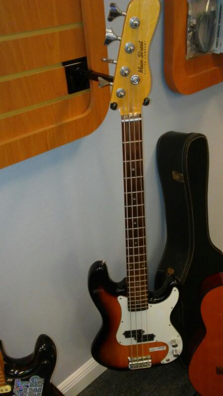 MAIN STREET GUITARS Bass Guitar