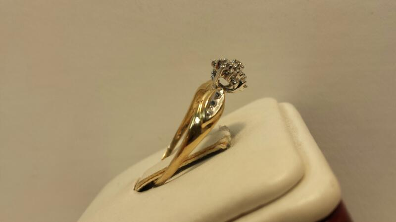 10k Yellow Gold Ring with 18 Diamonds at .18ctw - 1.3dwt - Size 8.5