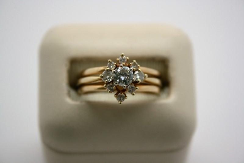 LADY'S FASHION DIAMOND WEDDING RING 14K YELLOW GOLD