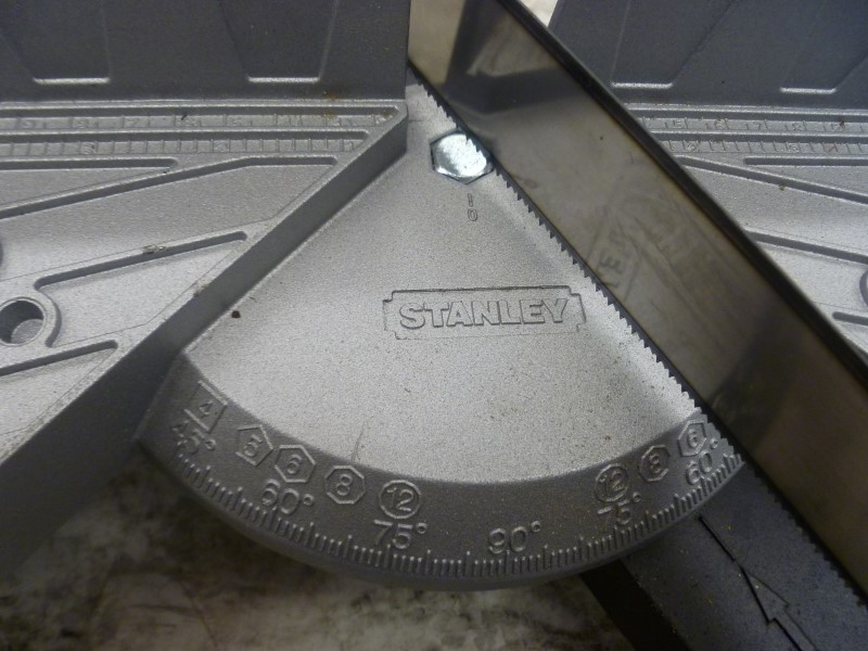 STANLEY 20-800 CLAMPING MITER BOX WITH SAW  **VERY GOOD SHAPE**