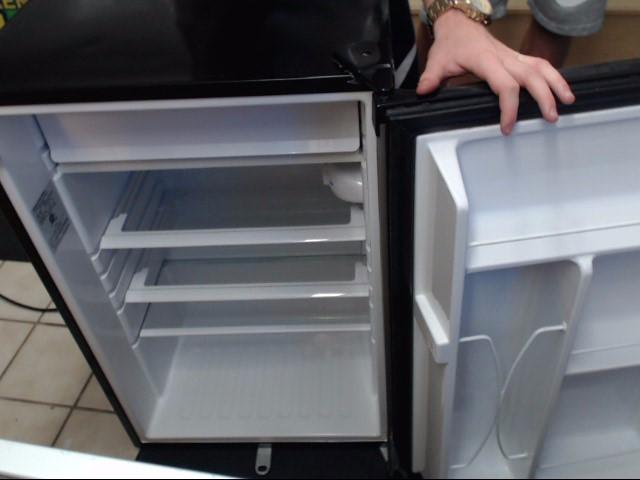 GE Refrigerator/Freezer SMR04GAZBCS