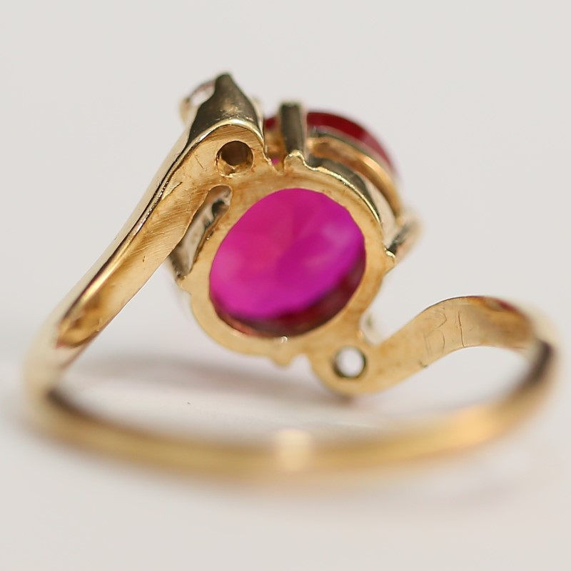 10K Yellow Gold Oval Cut Synthetic Ruby & White Stone Ring Size 7.5