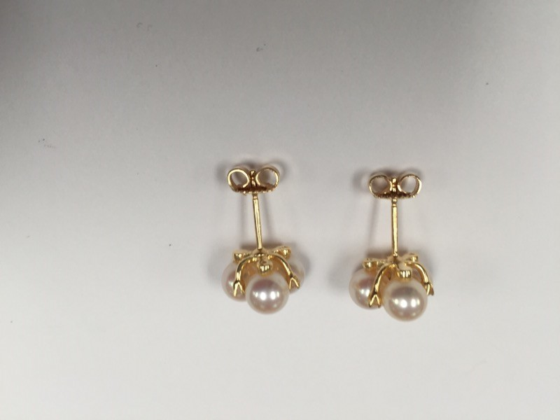 BAILEY BANKS AND BIDDLE PEARL AND DIAMOND EARRINGS