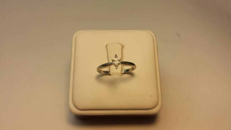 10k White Gold Ring with 1 Marquise Diamond at .21ctw - 1.1dwt - Size 7
