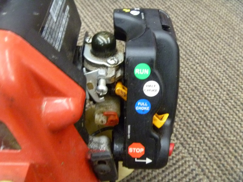 HOMELITE UT20004A 25CC GAS CURVED SHAFT LAWN TRIMMER