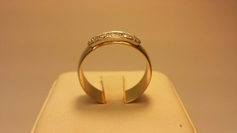 14k Wedding Band with 7 Diamonds .54ctw - 4.3dwt - Size 11