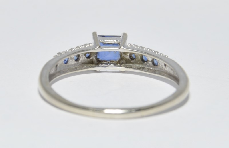 Synthetic Sapphire Lady's Stone Ring 10K White Gold 2.2g Size:9