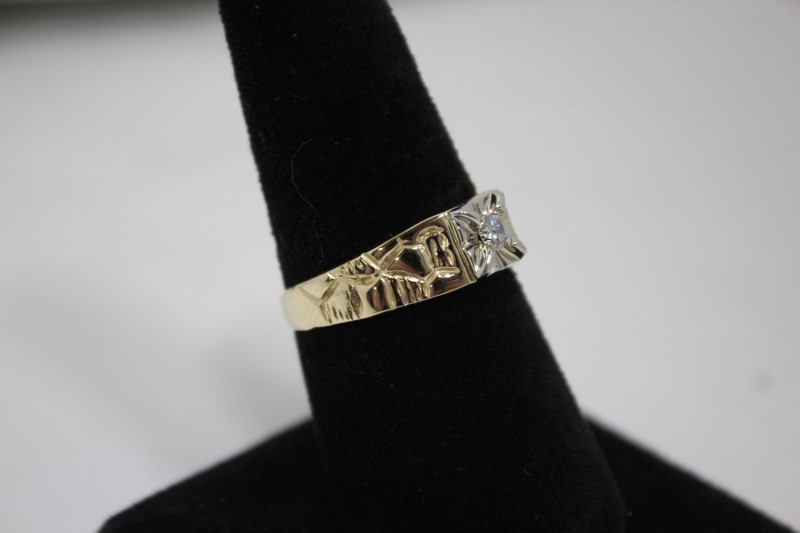 Gent's Diamond Solitaire Ring .15 CT. 14K Yellow Gold 5g Size:10
