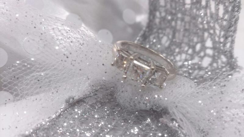 Lady's Gold-Diamond Anniversary Ring 3 Diamonds 1.33 Carat T.W. 14K White Gold 4