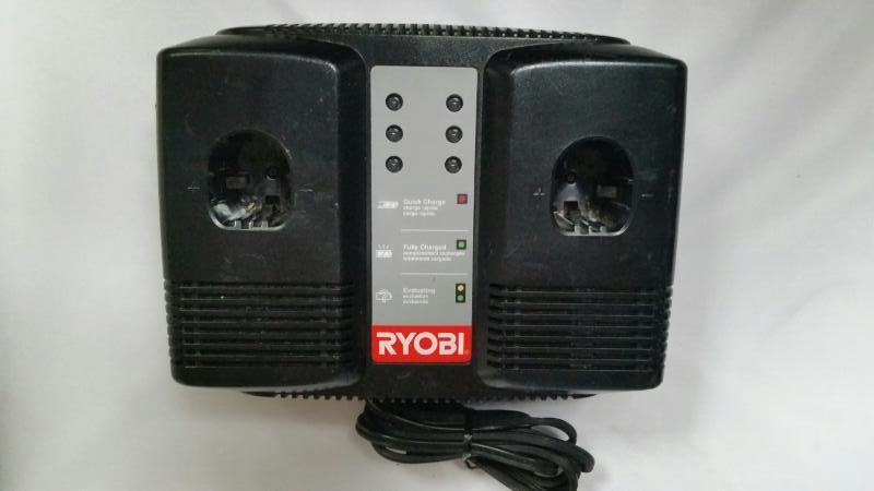RYOBI P120 - 18V DUAL PORT CHARGER