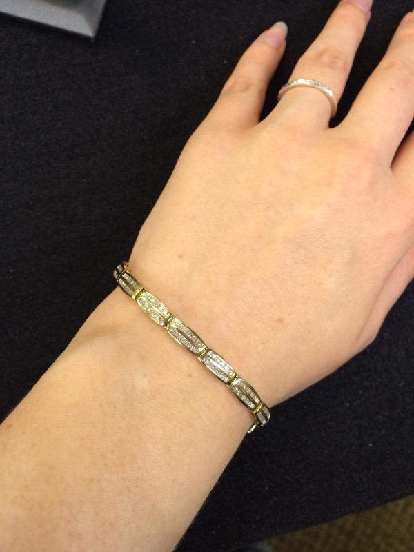 Gold-Diamond Bracelet 140 Diamonds 1.40 Carat T.W. 10K Yellow Gold 9g