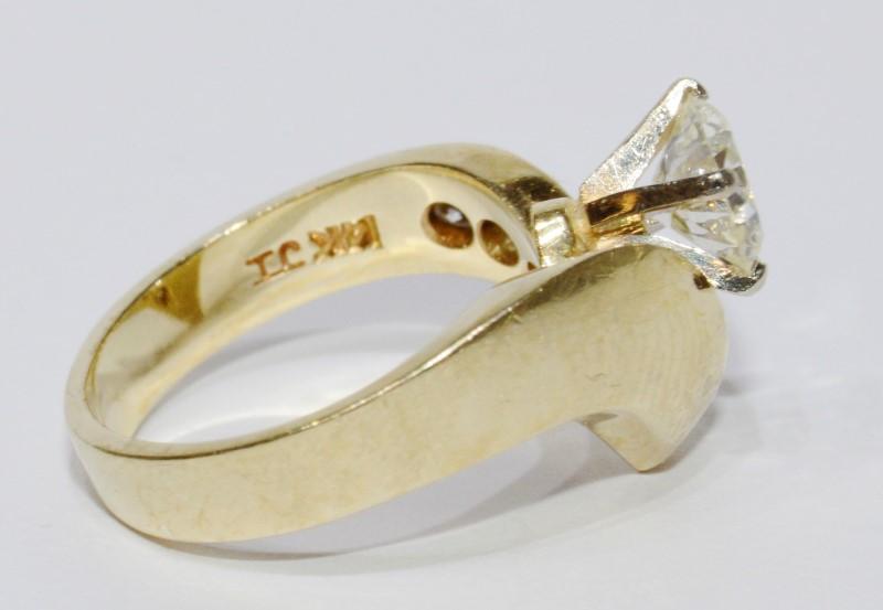 14K Yellow Gold Asymmetrical 1 Carat TW Diamond Ring Size 4