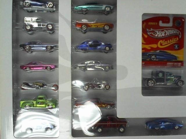 HOT WHEELS Toy Vehicle CLASSICS 30 CAR SET