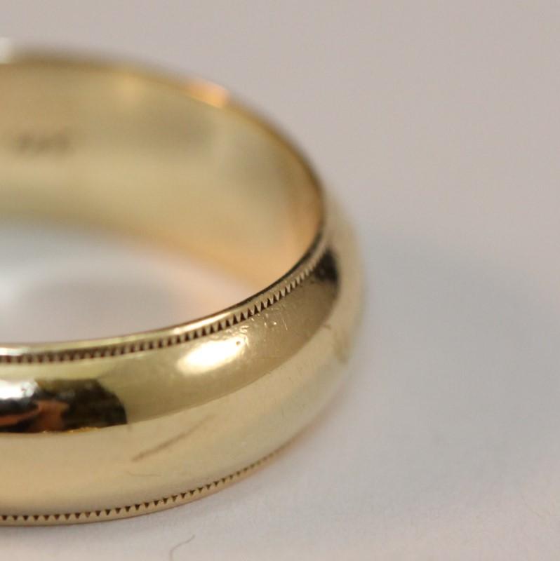 14K Yellow Gold Men's Wedding Band Size 9