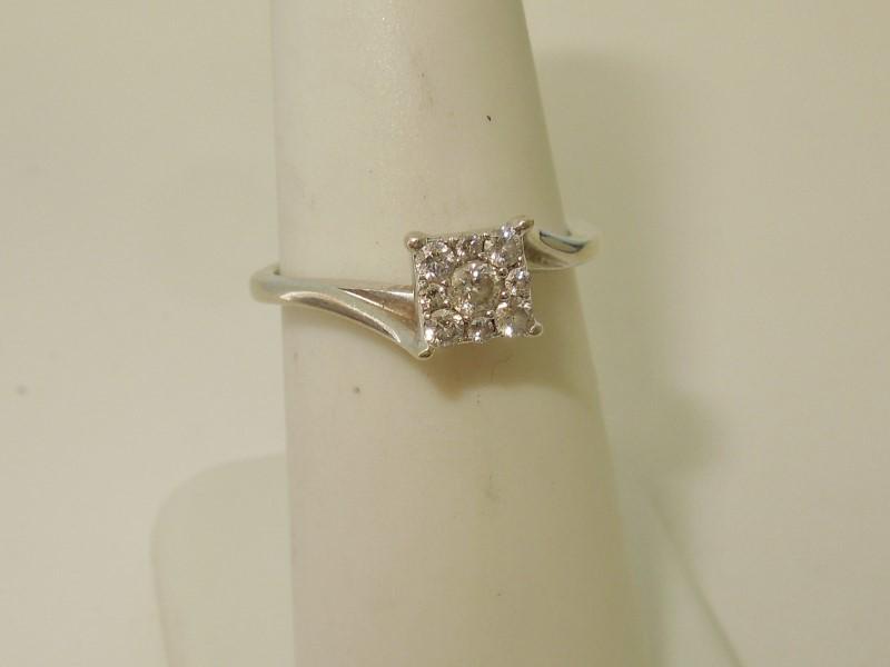 DIAMOND ENGAGEMENT RING - WHITE GOLD