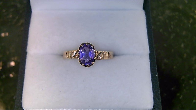 LADY'S 10K YELLOW GOLD OVAL AMETHYST RING