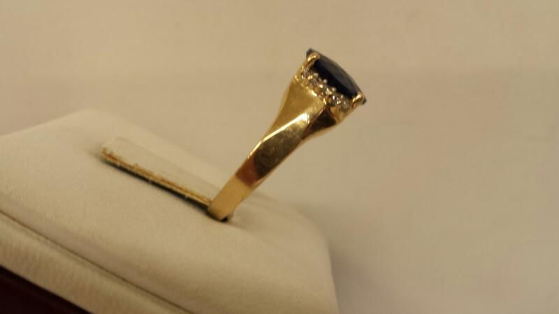 14k Yellow Gold Ring with 1 Oval Blue and 10 White Stones - 3.2dwt - Size 7.5