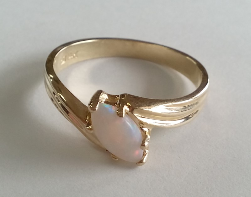 LADY'S MARQUISE OPAL 14KT YELLOW GOLD RING SIZE 7