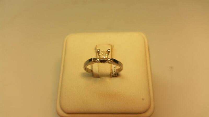 Platinum Ring with 1 Princess Cut Diamond