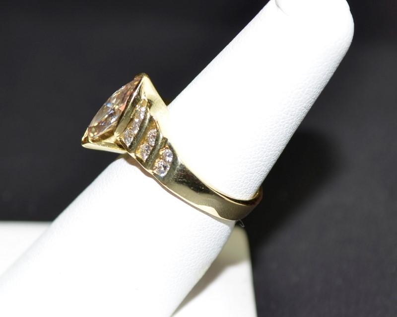 Lady's Diamond Engagement Ring 15 Diamonds 2.06 Carat T.W. 18K Yellow Gold 6.8g