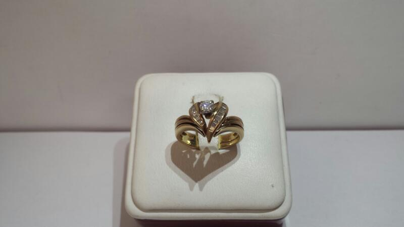 14k Yellow Gold Ring with 15 Diamonds at .56ctw - 3.4dwt - Size 6