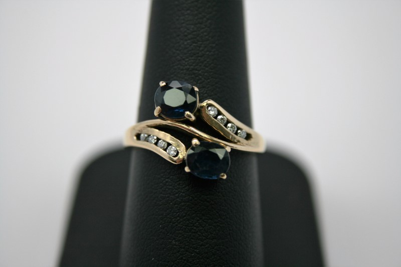 LADY'S FASHION DIAMOND & SAPPHIRE RING 18K YELLOW GOLD