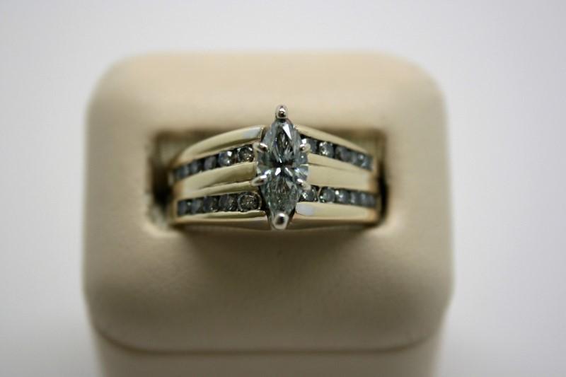 LADY'S FASHION MARQUISE CUT DIAMOND RING 14K YELLOW GOLD