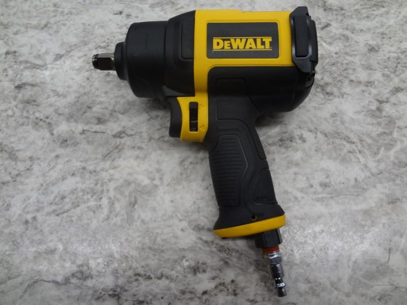 "DEWALT AIR IMPACT WRENCH 1/2"" DWMT70773L - LIKE NEW"