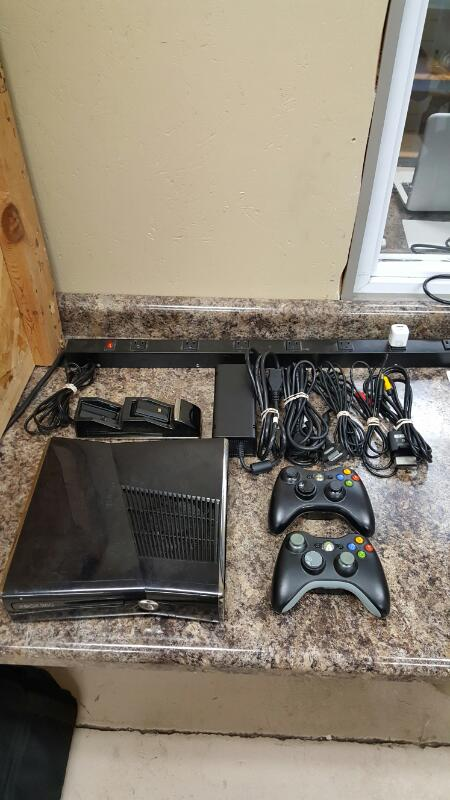 Microsoft Xbox 360 Glossy Black S Console 250GB (Model ...