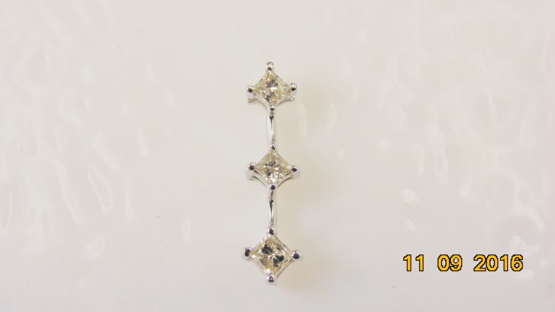 JOURNEY PENDANT 3 PRINCESS CUT DIAMONDS APX .17CTW 10KWG 0.7G