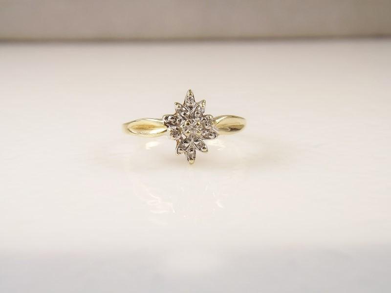 Ladies 10k YG Diamond Cluster Cocktail Ring sz. 6.5