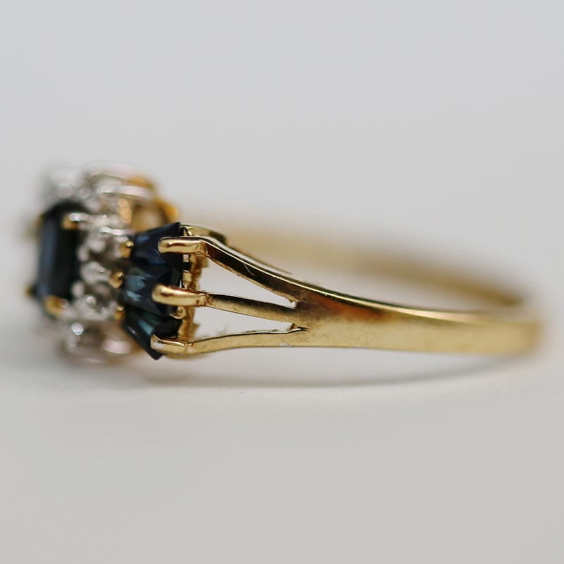 Unique Sapphire and Diamond Ring Set in 10K Yellow Gold Size 7