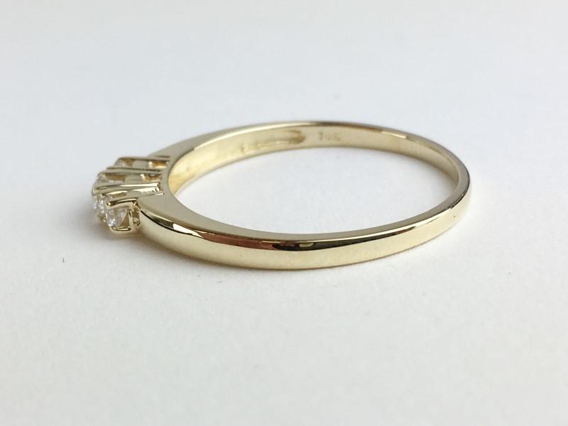 LADIES 14K YG 3 STONE DIAMOND RING APX .20CTW SIZE 8.5
