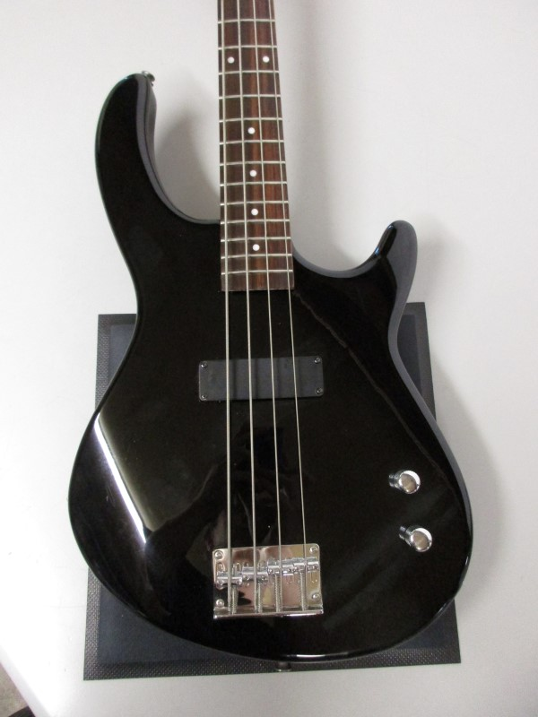 DEAN PLAYMATE BASS GUITAR