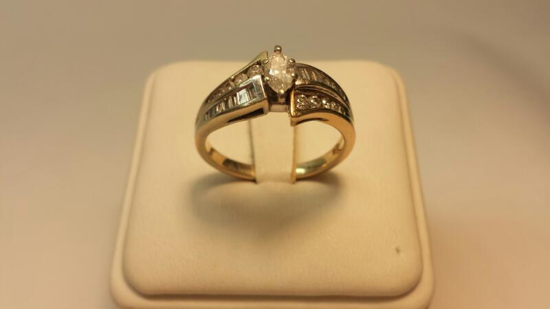 14k White and Yellow Gold Ring with 40 Diamonds at .85ctw - 5.9dwt - Size 10