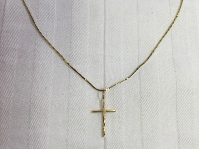 "18"" Gold box Chain 14Kt Yellow Gold with cross 2.6g"