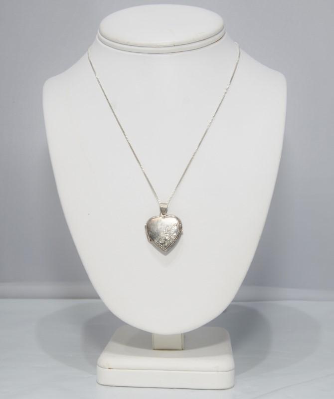 "Sterling Silver Diamond Cut Etched Filigree Locket on 20"" Italian Box Chain"