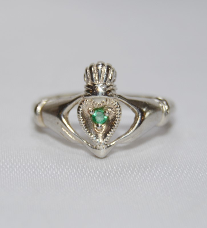 Sterling Silver & Genuine Emerald Claddagh Ring s. 8