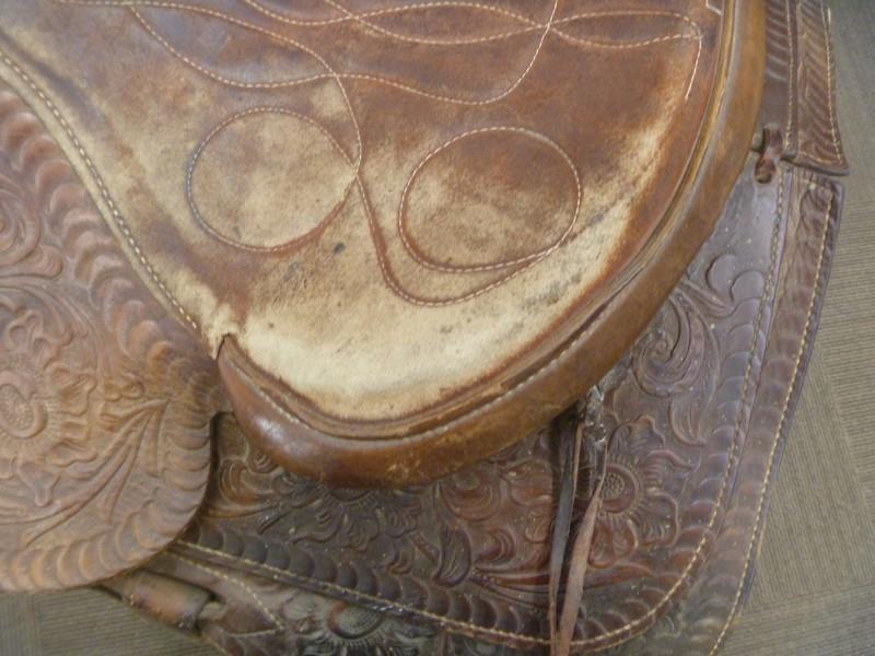 WESTERN HORSE SADDLE **SOME WEAR ON SEAT**