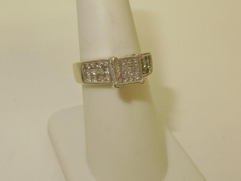 Lady's Diamond Cluster Ring 40 Diamonds 1.04 Carat T.W. 14K White Gold 5.2g