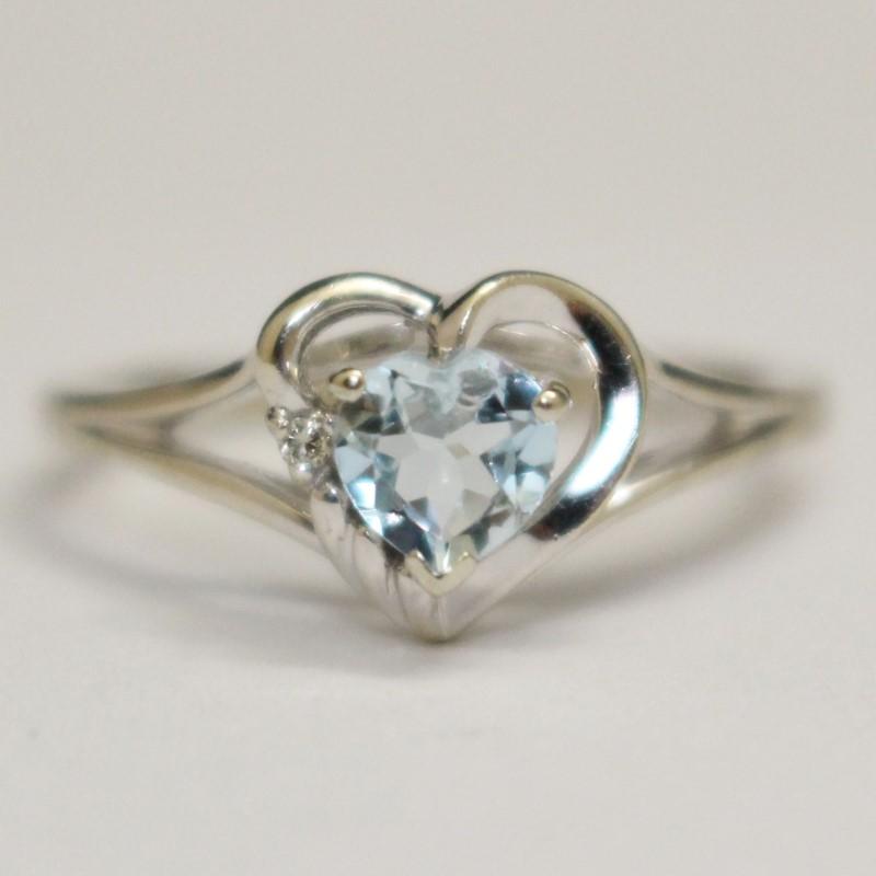 10K White Gold Heart Shaped Aquamarine & Diamond Ring Size 6.5