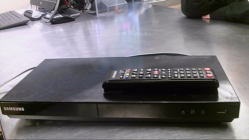 SAMSUNG BLU-RAY/DVD PLAYER,REMOTE BD-E5900