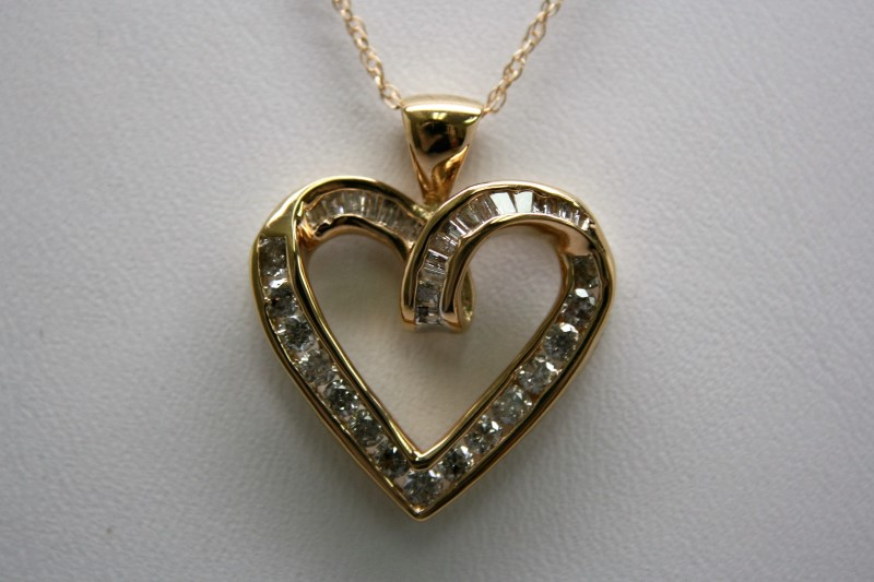 DIAMOND HEART PENDANT 10K YELLOW GOLD