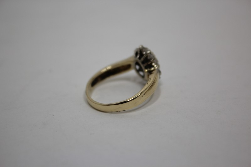 Lady's Diamond Cluster Ring 25 Diamonds .32 CTW. 14K Yellow Gold 4.6g Size: 8