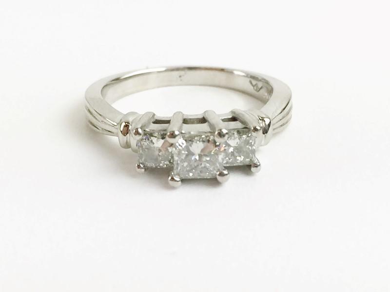LADY'S PLATINUM 3 STONE PRINCESS CUT DIAMOND RING .74CTW 6.51G