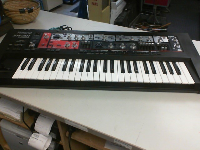 ROLAND Synthesizer SH-201