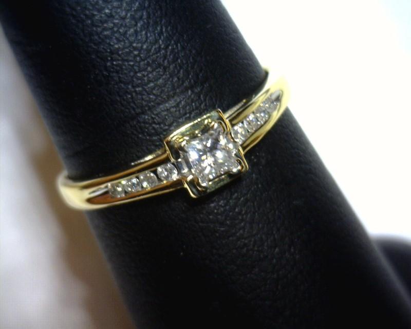 Lady's Diamond Fashion Ring 9 Diamonds .17 Carat T.W. 14K Yellow Gold 1.1dwt