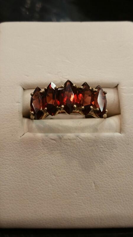 Red Stone Lady's Stone Ring 10K Yellow Gold 1.5dwt